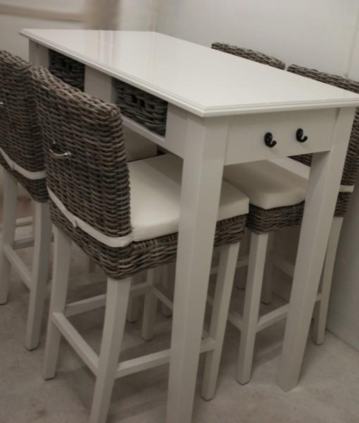 Bartafel met rieten mandjes handmade interior - Cuisin e met bartafel ...