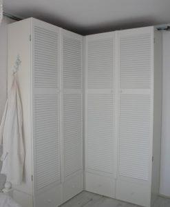 Slaapkamer kast met louvre deuren en lades