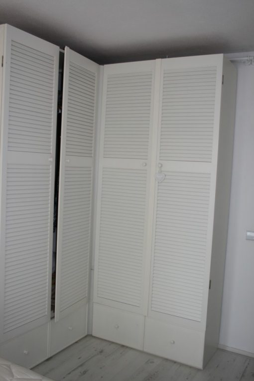 Slaap kamer kast met louvre deuren