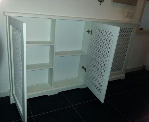 Verwarmingombouw met planken en deuren