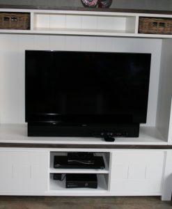 tv kast met rotan mandjes