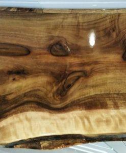 Boomstam tafelblad van notenhout, met epoxy coating