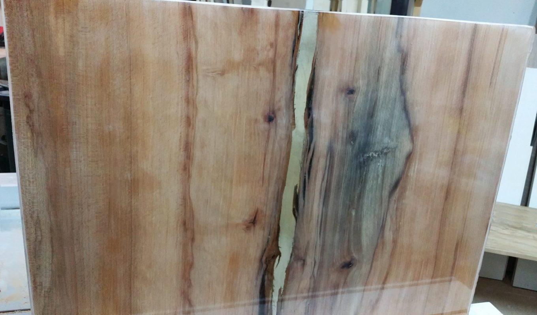 Eiken massief salontafel met epoxy coating