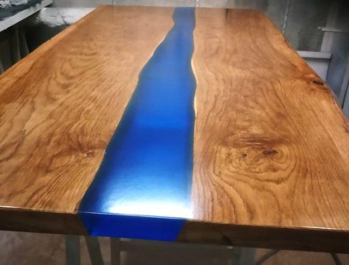 Epoxy blauwe rivier boomstamtafel