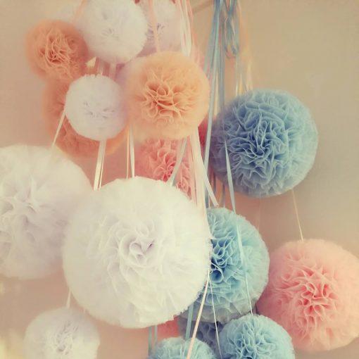 wit roze baby blauw pompon