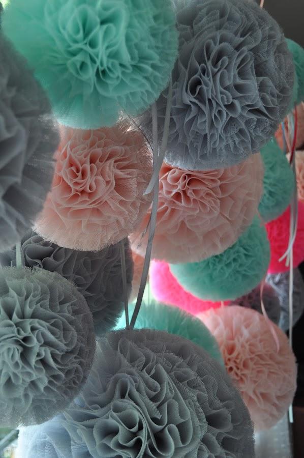 grijs mint roze pompon