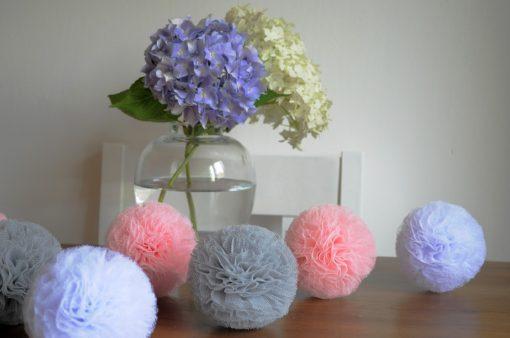 roze grijs wit pompon